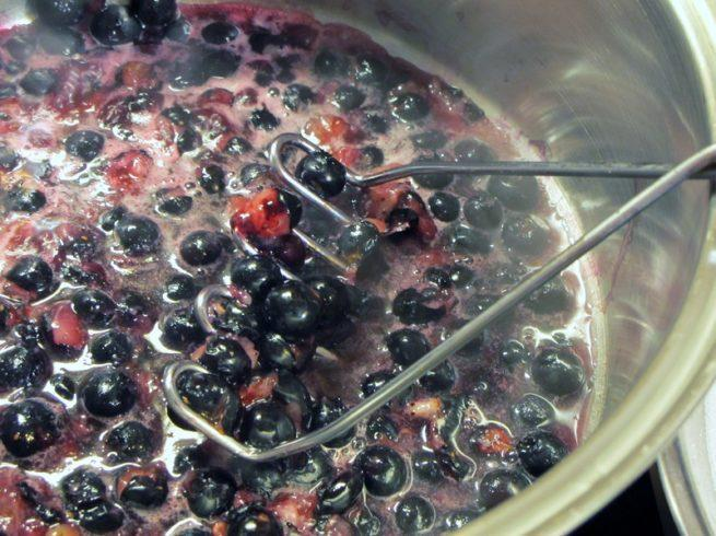 The making of a Blueberry Sauce